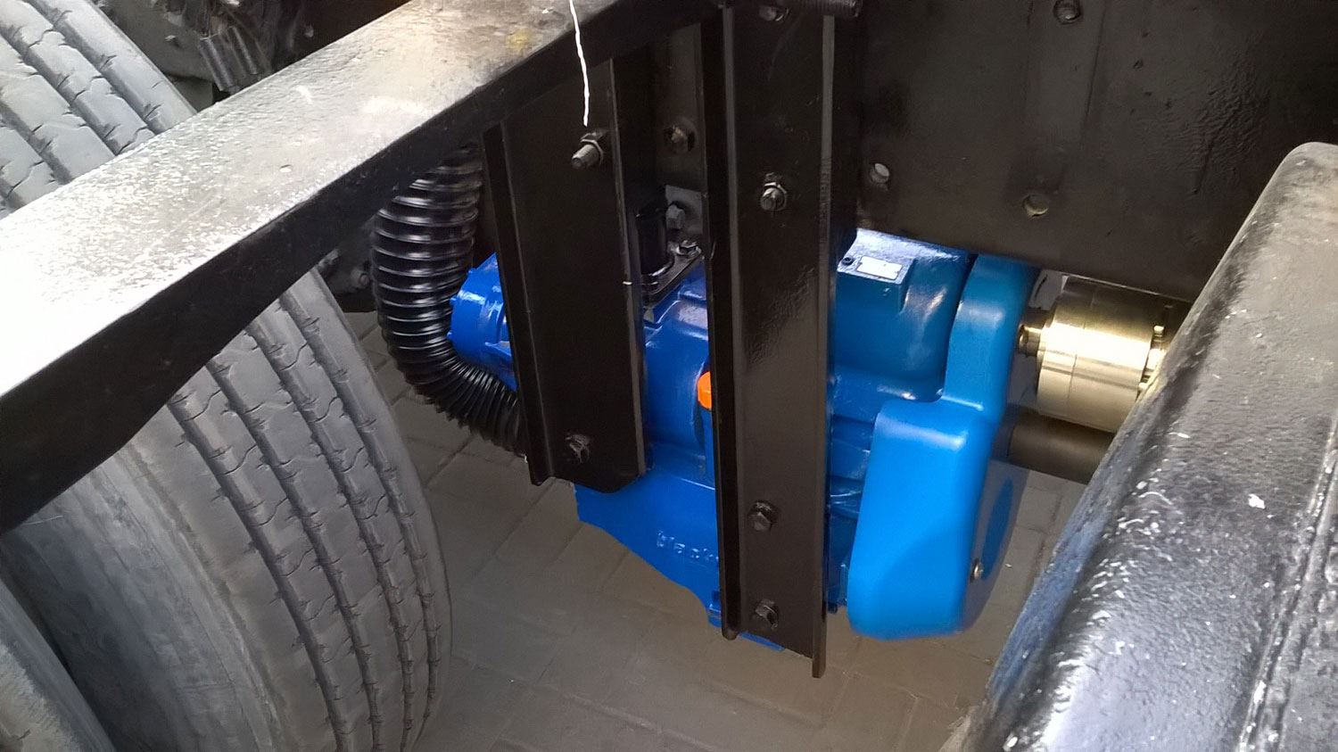 Screw-compressor-on-trucks